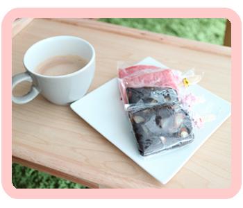 딸기찹쌀브라우니 (최소주문 // 간식떡 10개 / 꼬치떡 25개부터 주문가능)